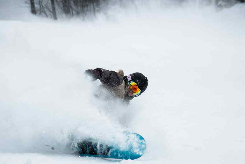powder snowboarding