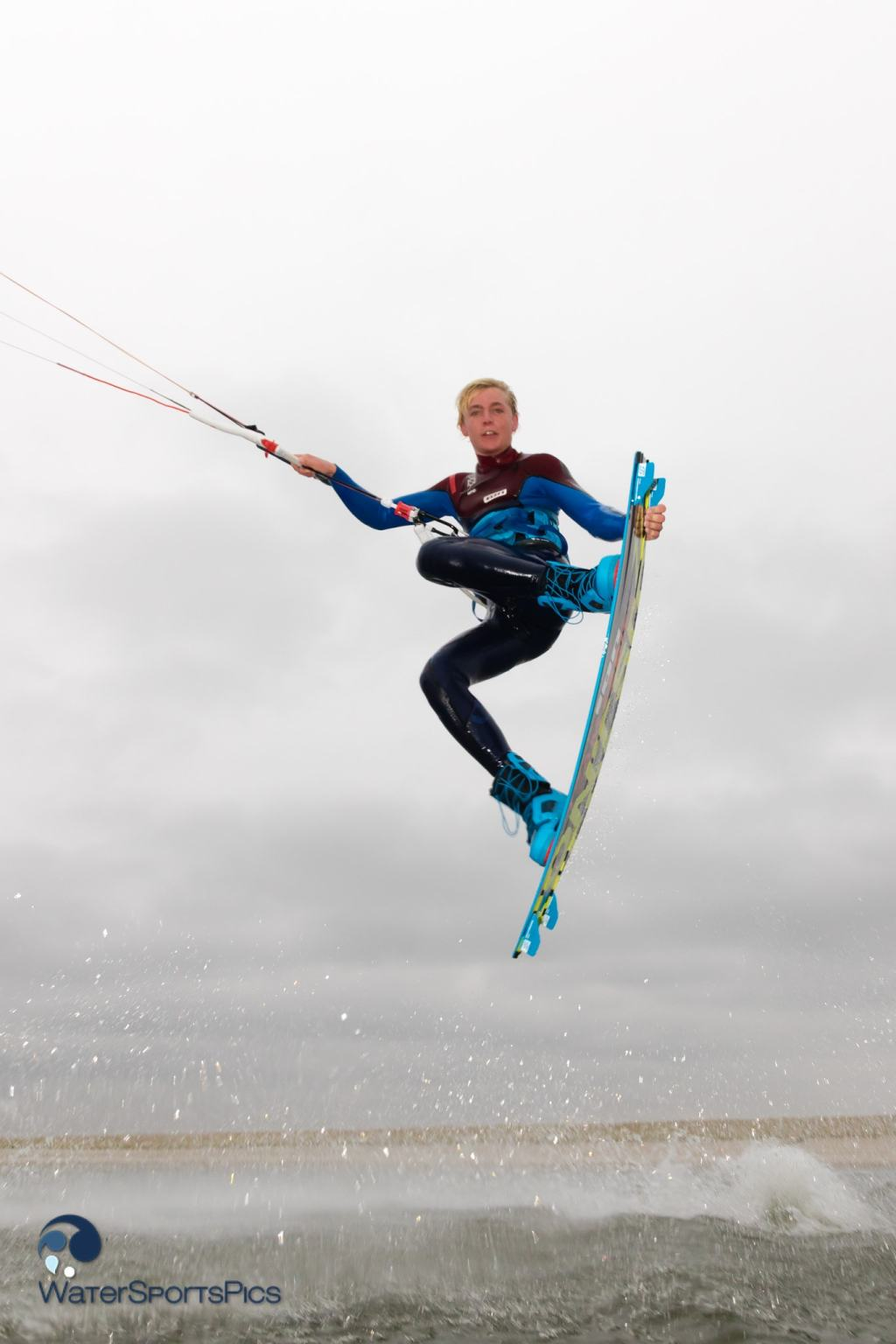 Lasse Walker (North Kiteboarding/Ion) op de Zandmotor te  Monster, The Netherlands op 07 December 2014,