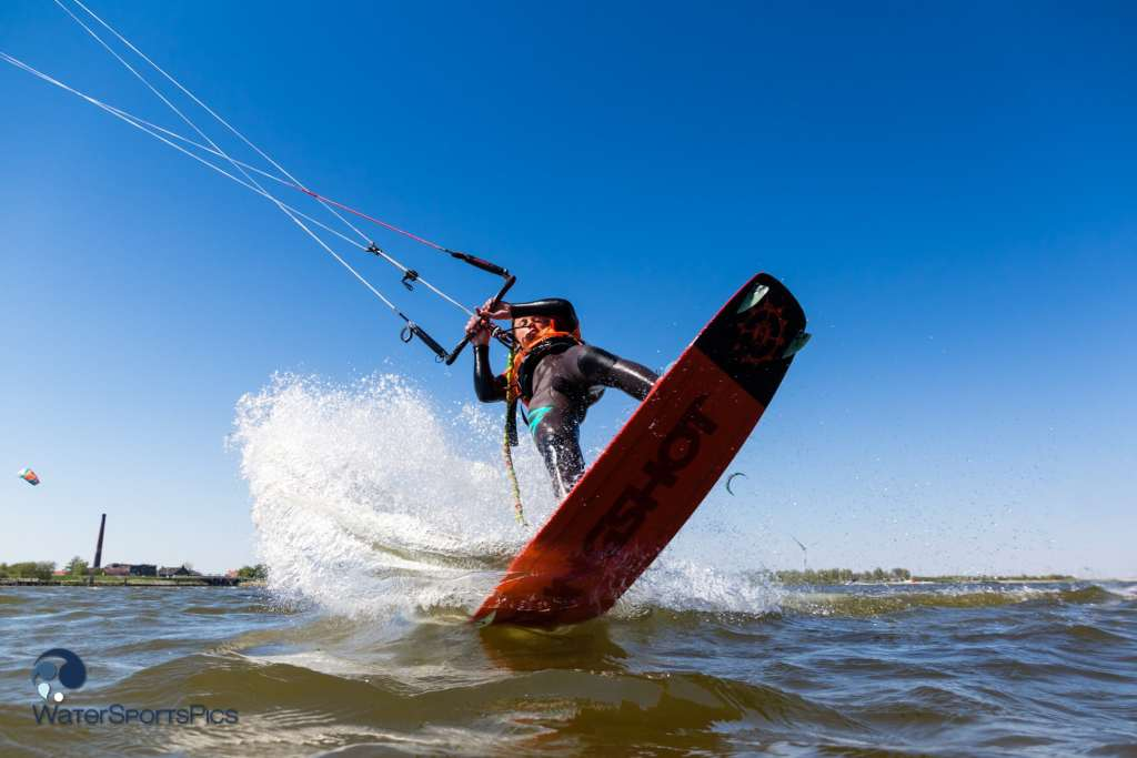 A kitesurfer in the first moments of his trick