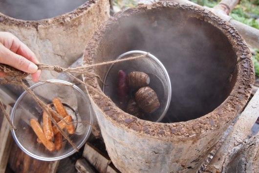 餐廳外的地獄釜,可利用天然蒸汽,蒸煮新鮮的蔬菜或肉類,相當美味