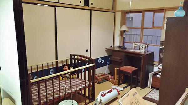 是不是跟早期台灣的生活起居室有點類似呢!