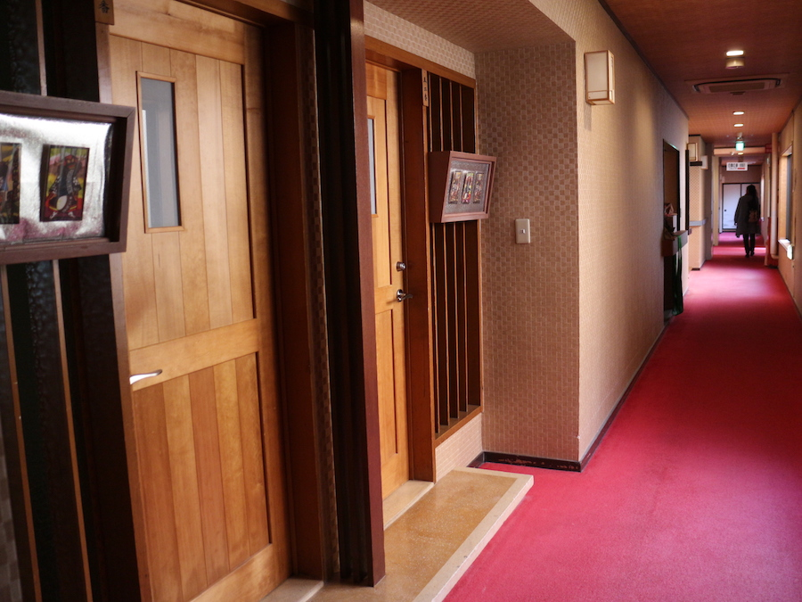 館內的走廊寬敞舒適