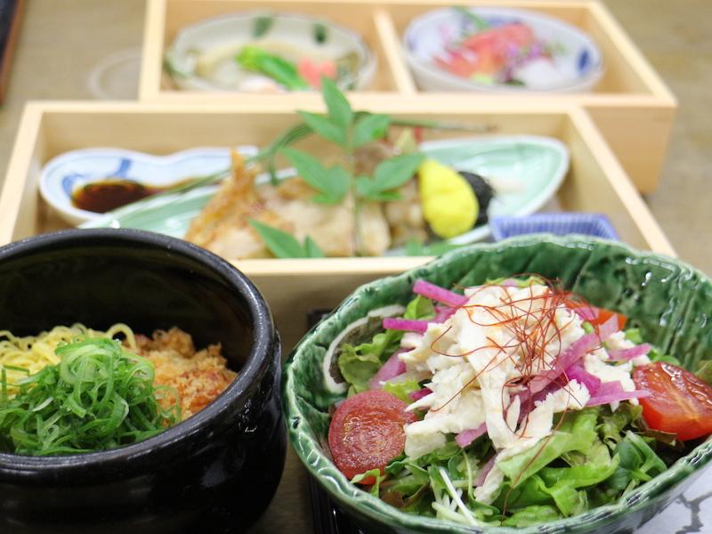 本館提供的半自助晚餐,份量適中,菜色也很健康。