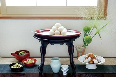 十五夜賞月時吃的月見糰子和芋頭甜點,以及十三夜賞月時吃的栗子或豆類料理,都是以秋天盛產的當令食材向月亮表達感謝之意
