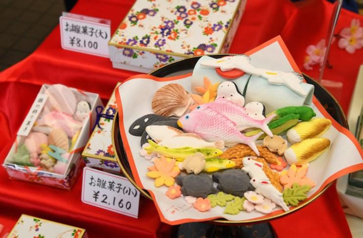 山形縣酒田市的「小松屋」自古以來製作著造型多元的雛菓子
