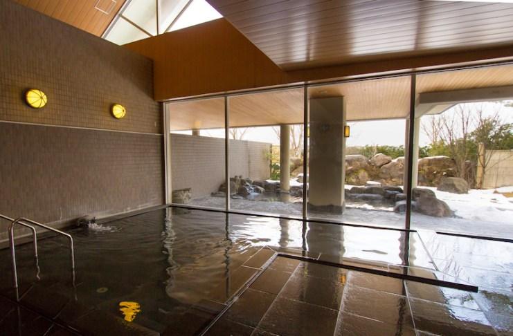 男女分開的大浴場設有露天溫泉