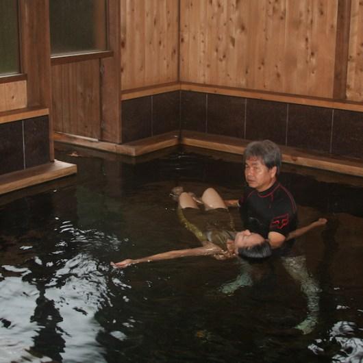 結合了日本的溫泉文化的WATSU水療法