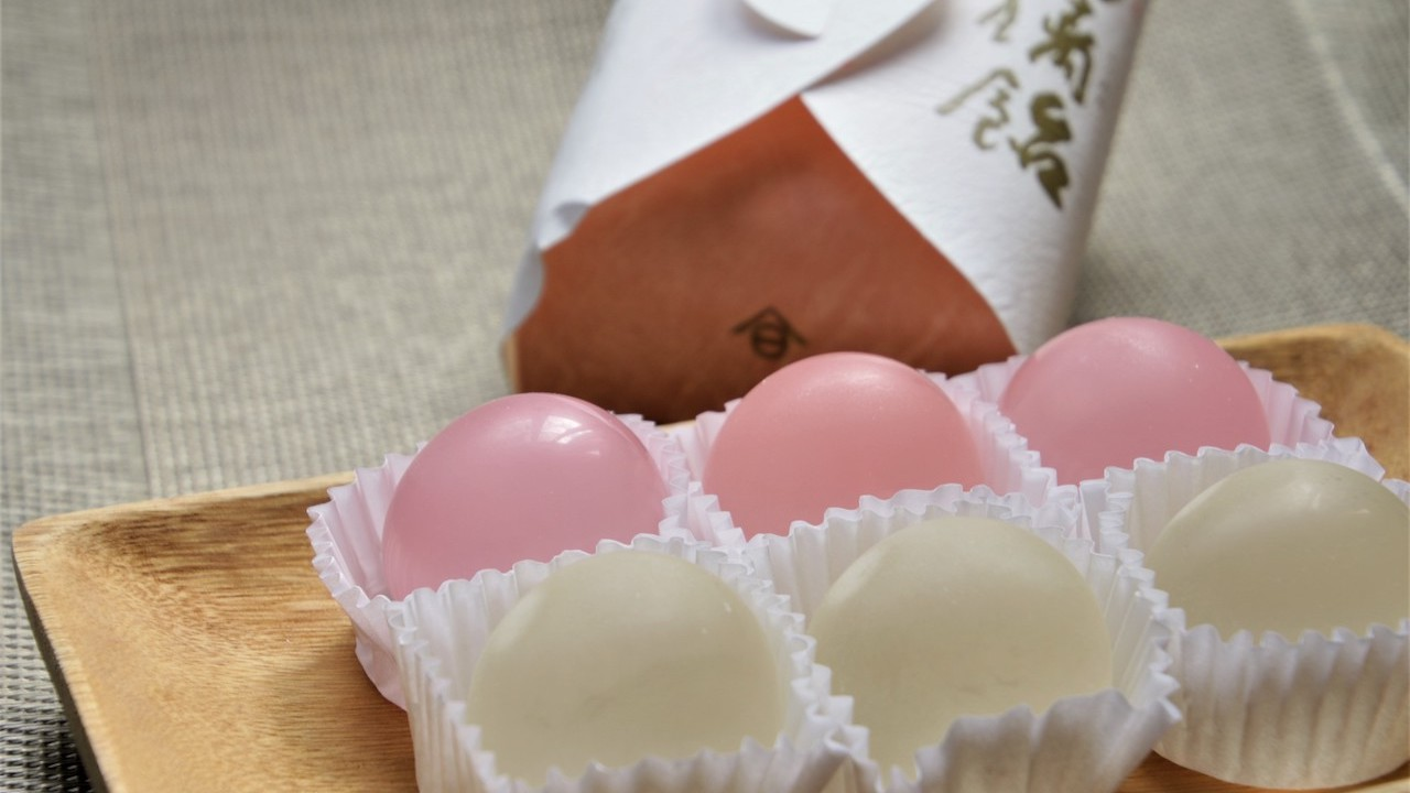 琉璃飴(Ruri-ame)也是另一種以水飴加上寒天製成的糖果