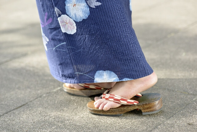 Geta under a yukata