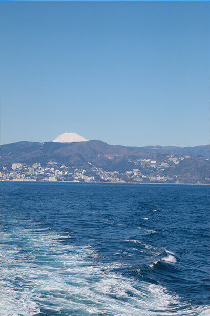 Mt Fuji comes into view on the way to Hatsushima