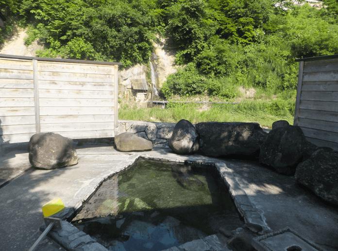 mixed-outdoor-ryokan-onsen-hot-spring-