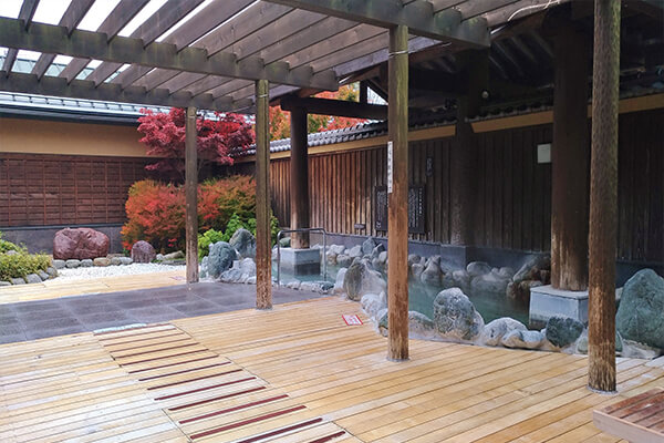 Hotel guests can enjoy Fujiyama Onsen with a discount price