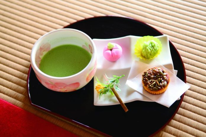 Matcha tea with sweets at Kanrantei