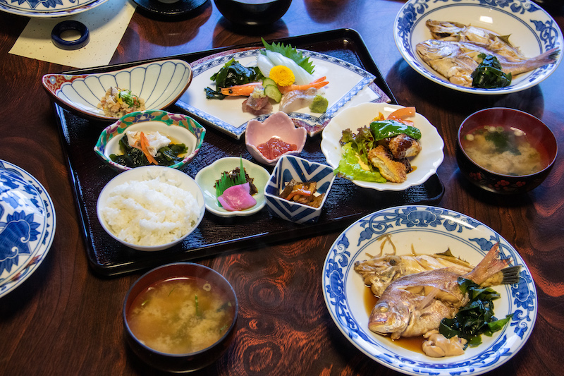 The delicious seafood dishes.