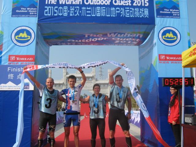 Leoš Roušavý (CZE) Mistr světa ve sprint kvadriatlonu 2012. Šamorín, Slovensko    Leoš Roušavý a jeho tým pří závoděWuLong Mountain Quest (WMQ) v centrální Číně.