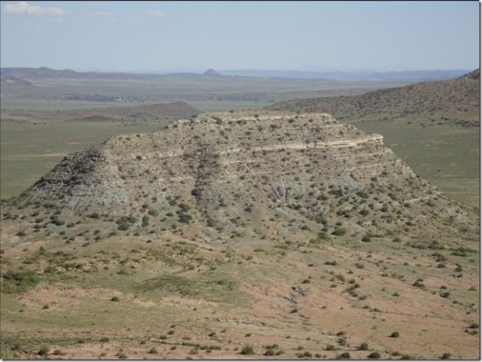 Researchers dated ash deposits from this hill, called a koppie in South Africa. The lower part of koppie Loskop exposes strata from before the end-Permian extinction (Palingkloof Member of the Balfour Formation), while the upper part contains layers deposited after the extinction (Katberg Formation). Credit: Photo courtesy of John Geissman
