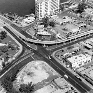 West Ave, Alton Rd, 5th St, and MacArthur Causeway. The Floridian Hotel is in the background, 1958.