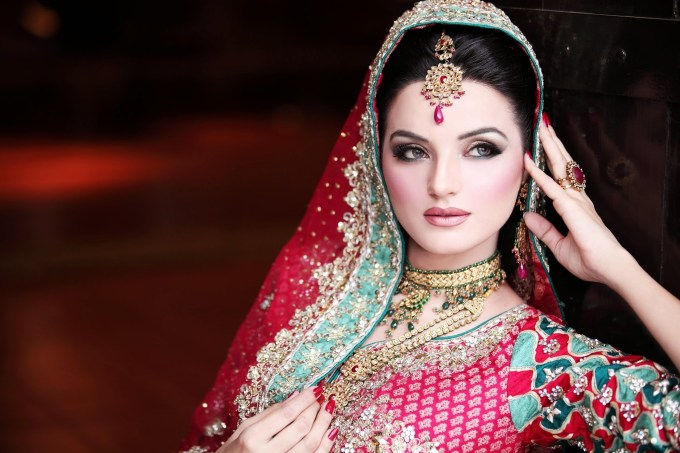 pakistani bridal makeup pics 2012 - wavy haircut