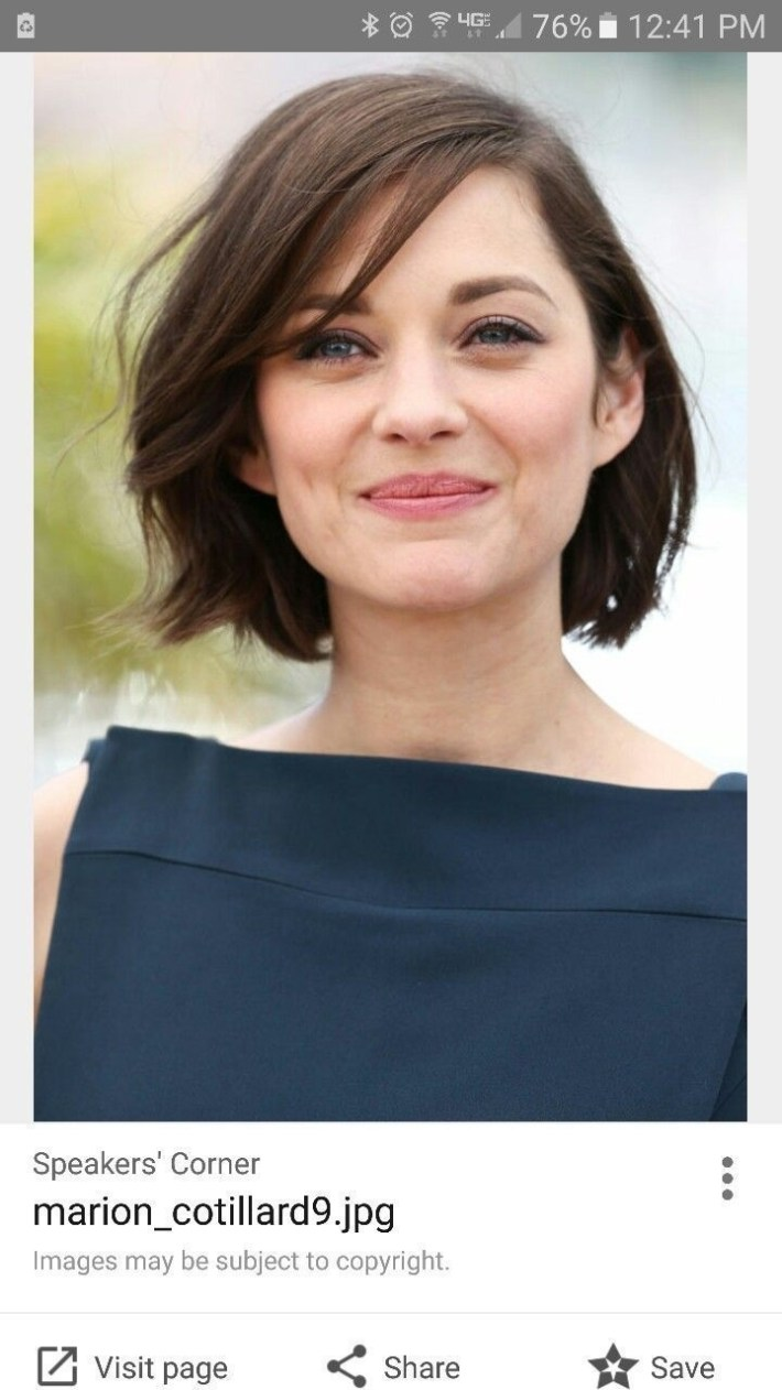 hairstyles women with broad shoulders - wavy haircut