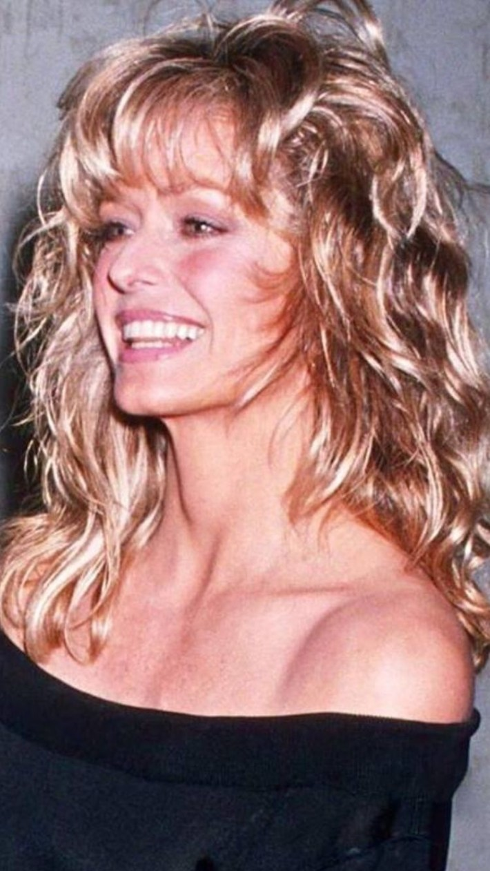 2019 version of farrah fawcett haircut - wavy haircut