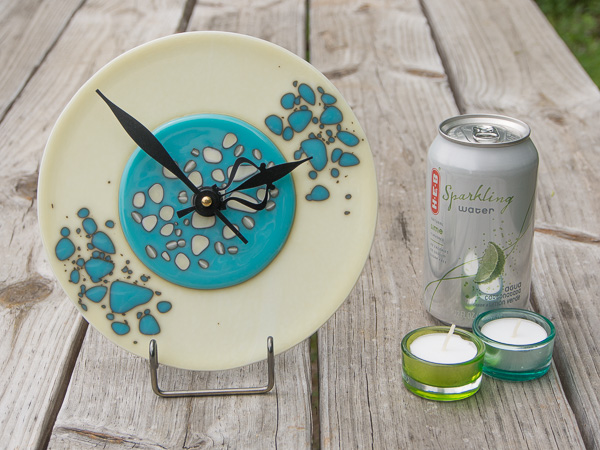 8-inch blue/cream pebble clock