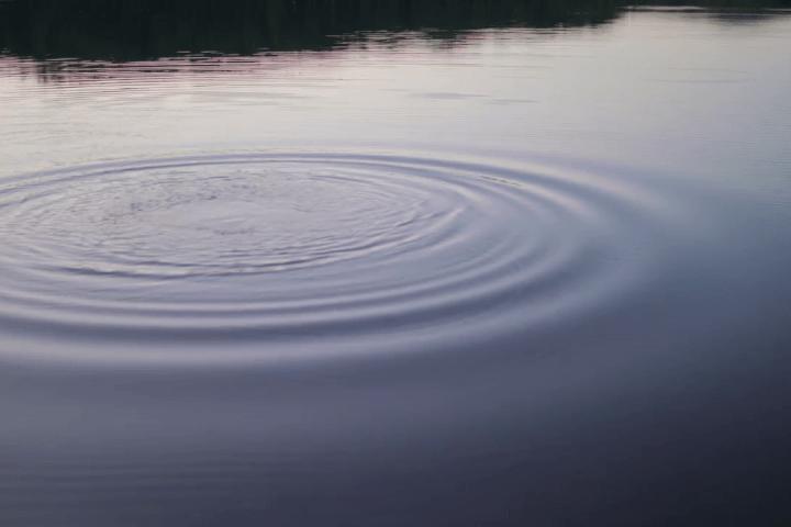 Pedra no lago