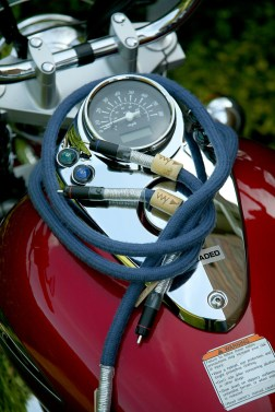 Way-Cables-Silver-2-Interconnect-on-Suzuki-Intruder-5