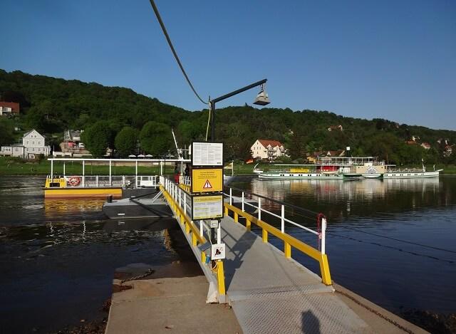 ドレスデン近郊のエルベ川の渡し船