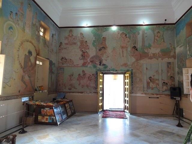 サルナートのムールガンダ・クティー寺院の中