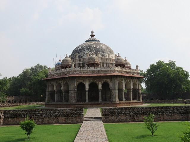 デリーのフマユーン廟近くにあるイサ・カーンのお墓