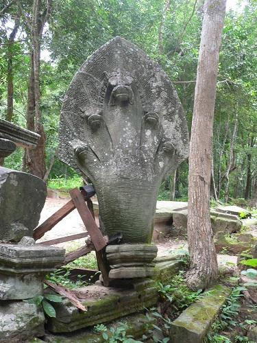 シェムリアップの遺跡ベンメリアの蛇の神様