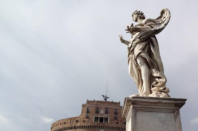 ローマのサンタンジェロ城と天使像