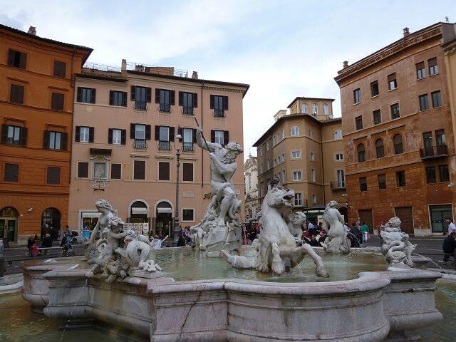 イタリア・ローマのナヴォ―ナ広場のネプチューンの四大河の噴水