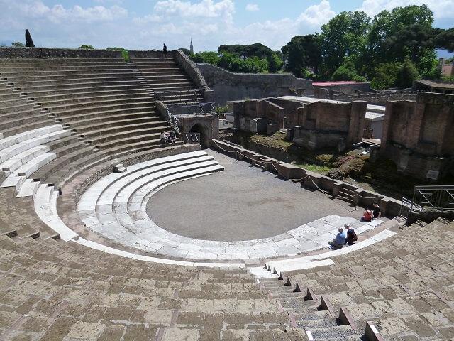 イタリア・ナポリのポンペイの遺跡の円形劇場