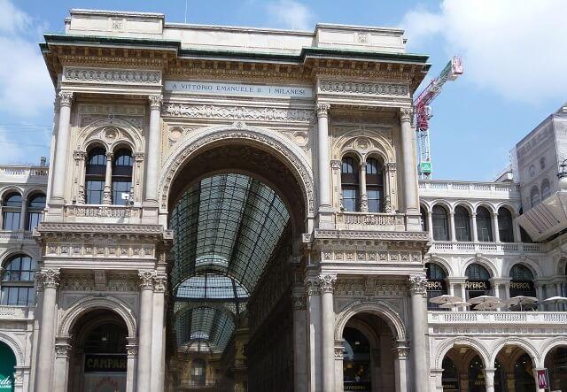 イタリア・ミラノのガレリアの入り口