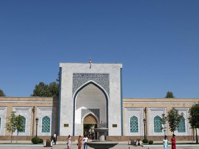 サマルカンドのイマーム・アリ・ブハリ廠の入り口