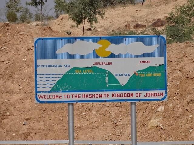 ヨルダンの死海エリアにある看板