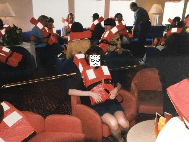 地中海クルーズ船内の避難訓練