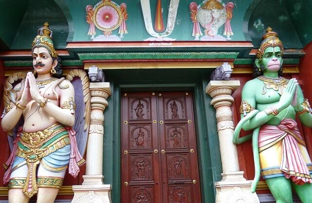 シンガポールの寺院入り口