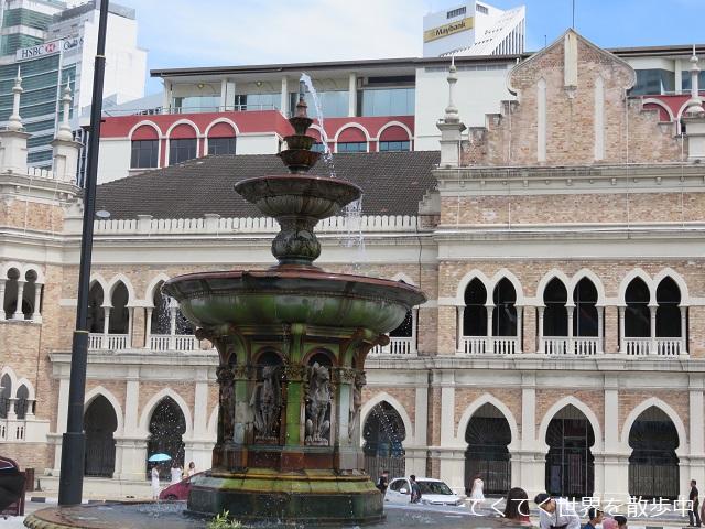 マレーシア・クアラルンプールのムルデカ広場にある噴水