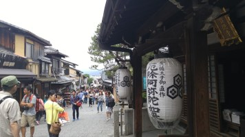 streets leading up to the temple where good souvenir shopping can be done