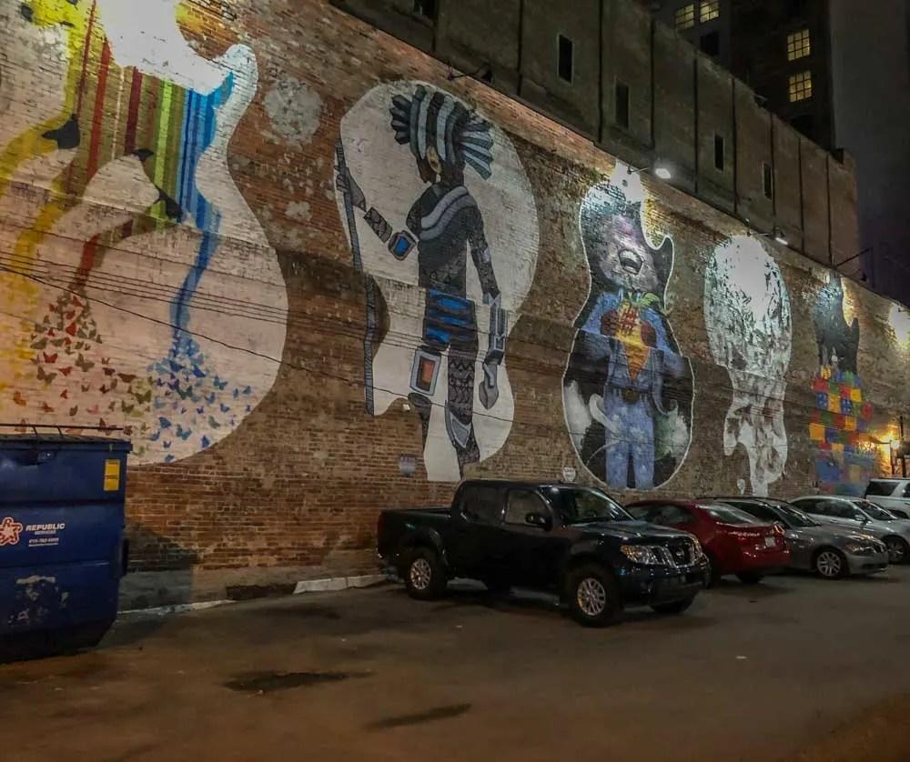 Gibson guitar mural in Nashville alley