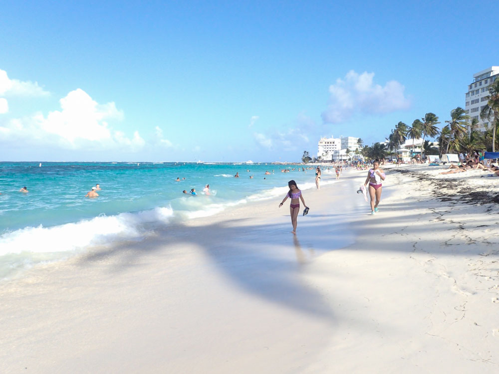 Things to do on San Andres Island: hanging on town beach