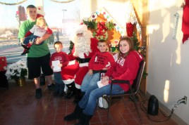 christmas_in_waynedale_2011_photo_20120607_1579440040