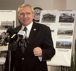 Facade-Grants-2014 Mayor Henry