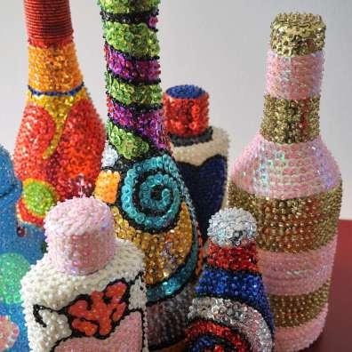 Wayome Upcycling bouteilles vaudou gros plan