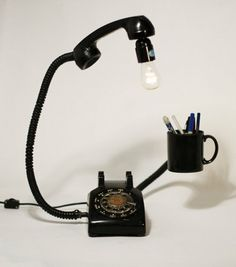 Wayome Upcycling phone upcycled as a lamp