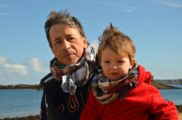 Wayome Upcycling echarpes bucheron enfant et homme regard face