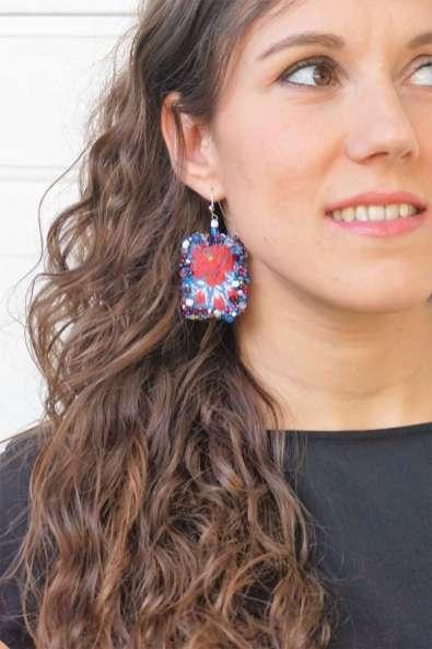 Wayome Upcycling des boucles d'oreilles fabriquées avec des rubans regard droite