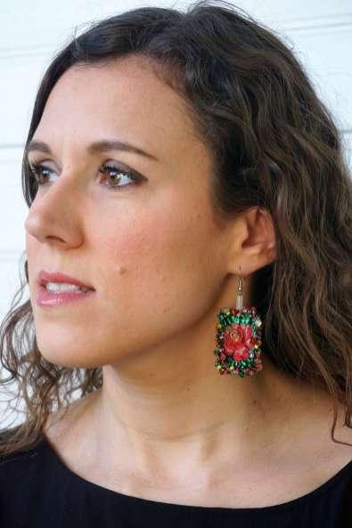 Wayome Upcycling des boucles d'oreilles fabriquées avec des rubans regard gauche